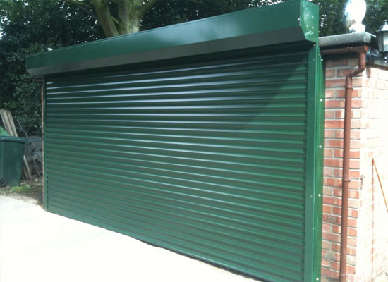 Externally fitted roller garage door